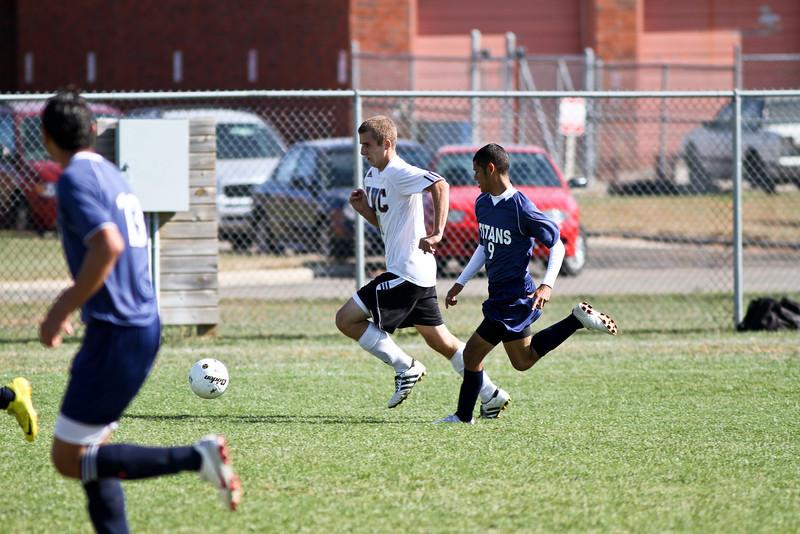 20101016_ivc_vs_monmouth_roseville_varsity_soccer_058