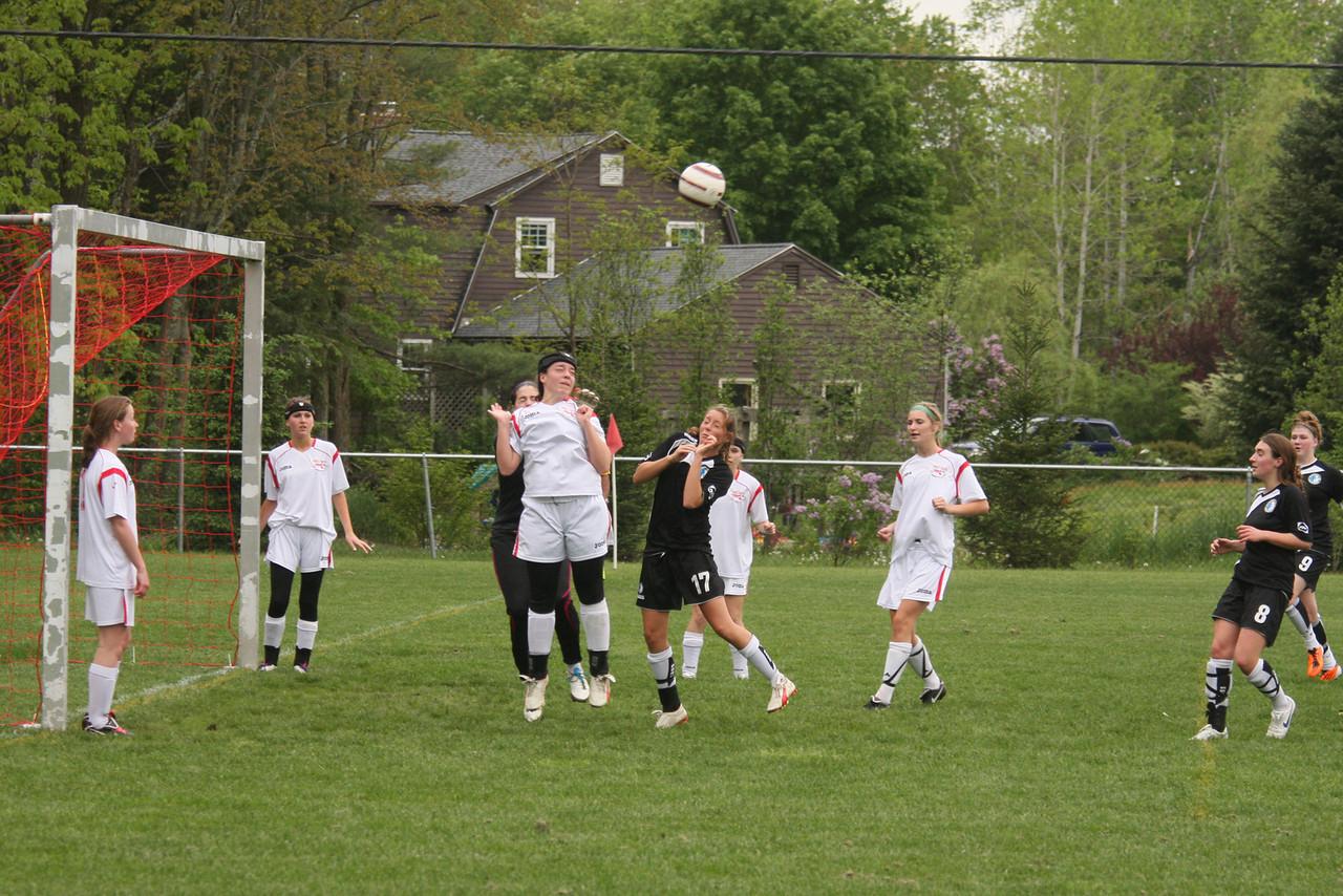 IMG4_18129 COE soccer cornerkick