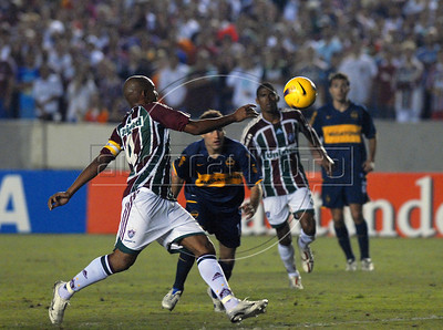 Luiz Alberto, left, of Fluminense and Rodrigo Palacio, center,  of Boca Juniors in action during the semi-final match of the Copa Libertadores at Maracana stadium, Rio de Janeiro, Brazil, June 4, 2008. Fluminense defeated Boca Juniors, of Argentina, 3-1 and advanced to their first ever Libertadores Cup final.   (Austral Foto/Renzo Gostoli)