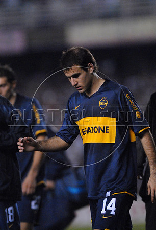 Rodrigo Palacio of Boca Juniors team walks off the field at the end of their Copa Libertadores second leg semi-final soccer match against Fluminense in Maracana stadium, Rio de Janeiro, Brazil, June 4, 2008. Fluminense defeated Boca Juniors, of Argentina, 3-1 and advanced to their first ever Libertadores Cup final.   (Austral Foto/Renzo Gostoli)