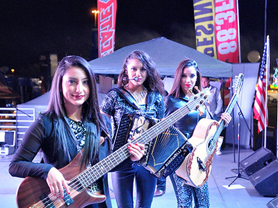2015-11-07  Las Fenix at Copa Food City