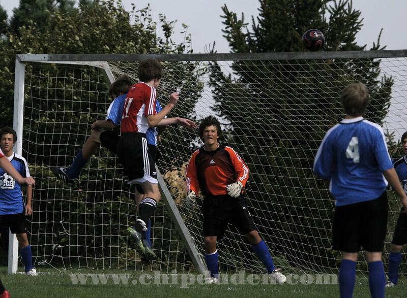 Upper 90 for the goal off the corner kick!