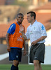 Brazilian national soccer team player Robinho, who plays for Real Madrid of Spain, receives instructions from coach Dunga (R) during a training session in Teresopolis, Brazil,  Oct. 12, 2007. Next Oct. 14 Brazil will face Colombia in a World Cup 2010 qualifying match in Bogota.   (FOTO:RENZO GOSTOLI/AUSTRAL FOTO)