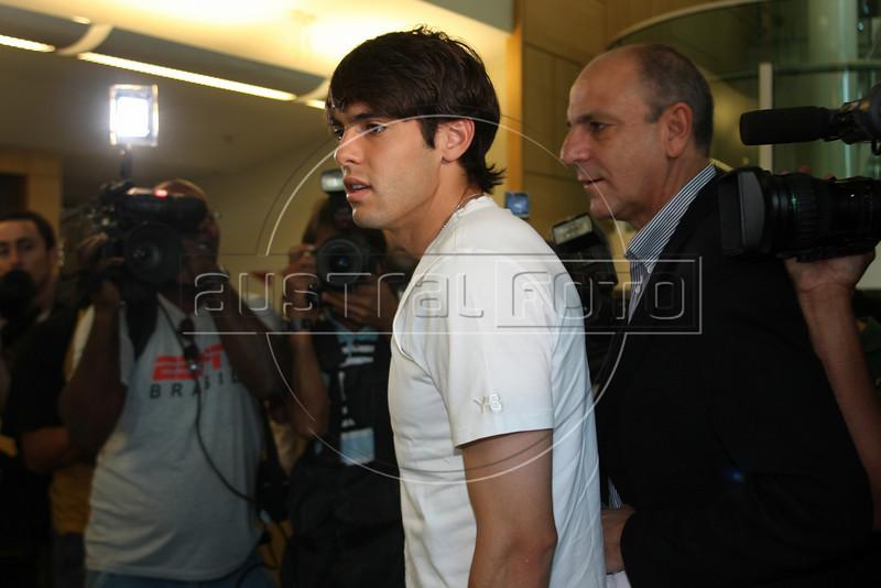 Brazilian soccer star Kaka arrives at a hospital in Rio de Janeiro for treatment in April, 2008. (Australfoto/Douglas Engle)