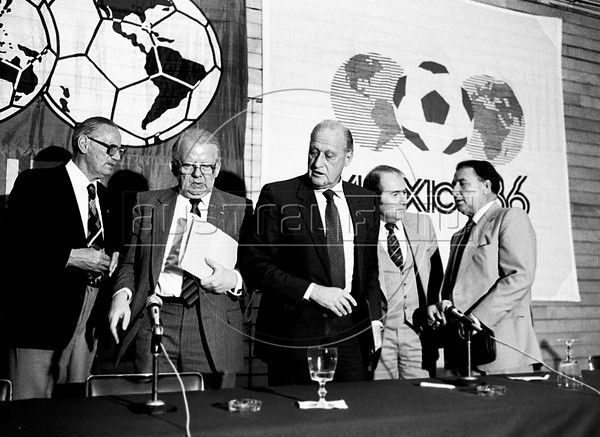 FIFA's president, the Brazilian Joao Havelange, center, swiss Joseph Blatter, FIFA's general secretary, right, mexican Guillermo Canedo, FIFA's vice-president, extreme right, German Hermann Neuberger, president of German soccer Federation (DFB), left, during an event preparatory to Mexico 1986 World Cup, Mexico DF, Mexico, February 24, 1985. (Austral Foto/Renzo Gostoli)