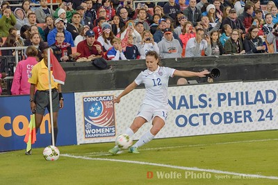 Lauren Holiday (12) takes a corner kick.