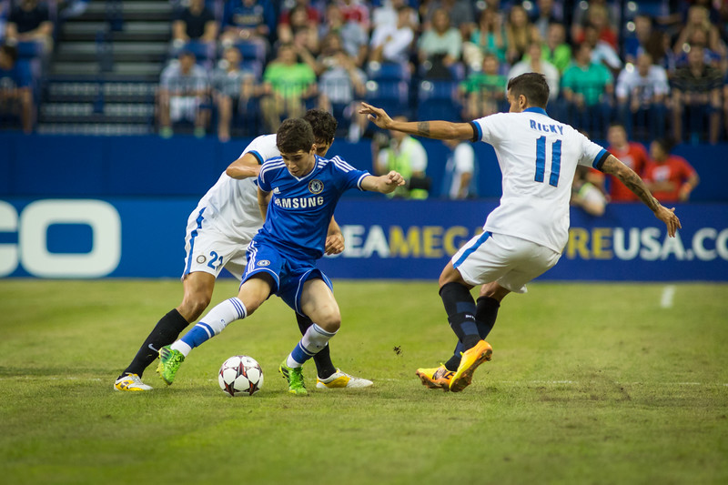 Oscar fights off Ricky and Ranocchia