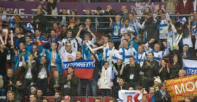 suomalaiset juhlivat 2-0 maalia
