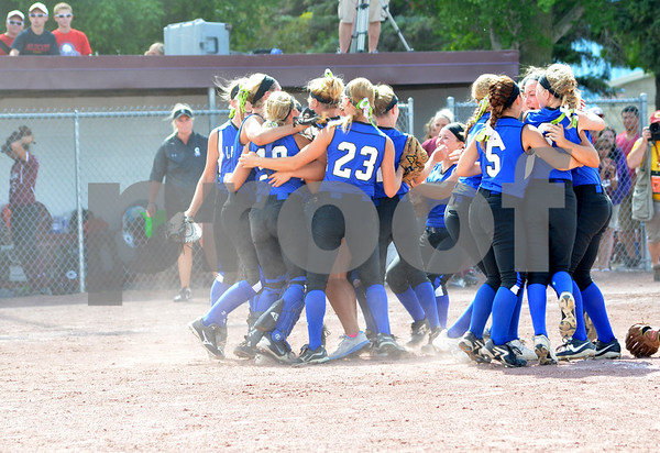 -Messenger photo by Britt Kudla<br /> Lady Jays defeats Clarke for 1st place on Friday at roger park