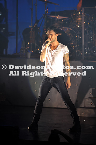 24 August 2010:  Maroon 5 with opening act Kris Allen entertain the Davidson College community at the Baker Sports Complex in Davidson, North Carolina.