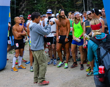 Some of the best ultrarunners in the world at the start.