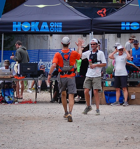 Karl Meltzer greets most finishers.  Photo:  Dondi.