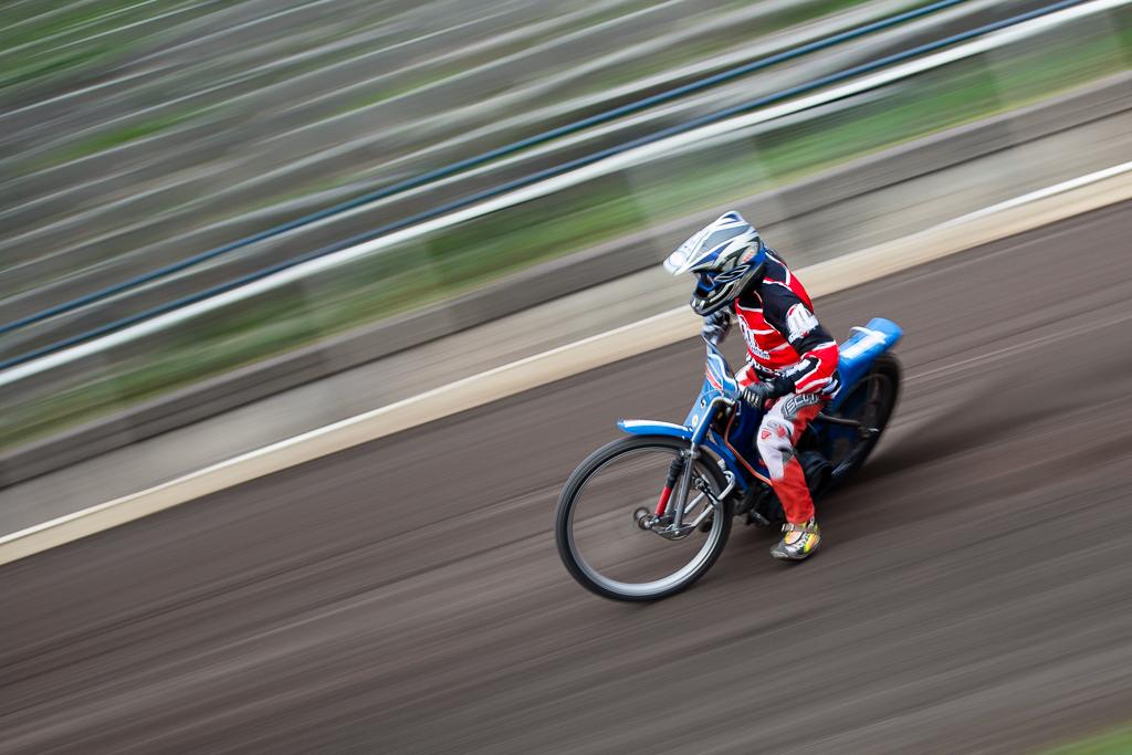 IMAGE: http://mkstudio.smugmug.com/Sports/Speedway/i-rwN8NQc/0/X2/IMG_5343-X2.jpg