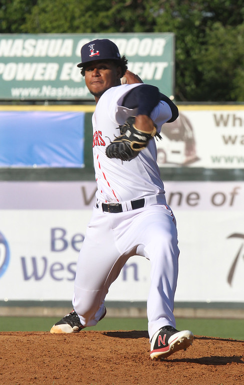 . Lowell Spinners vs Connecticut Tigers baseball. Spinners\' Yasel Santana (31) pitching in the top of the fifth inning. (SUN/Julia Malakie)