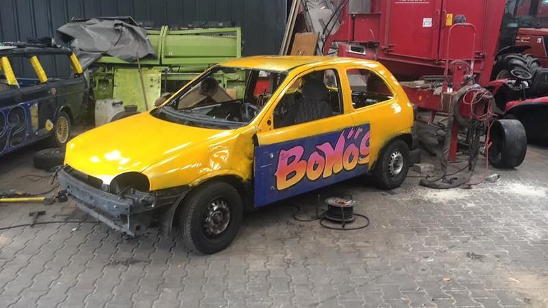 Er is nog snel een auto gemaakt voor Dennis Vorkink, de man die laatste keer op Emmen een flinke klapper maakte en nu ook wel weer zal gaan voor mooie klappers.