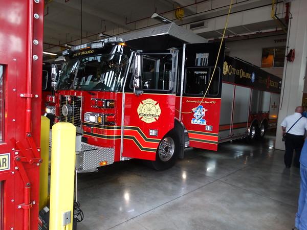 Pewi bij Orlando Fire station one