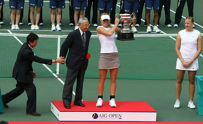 Caroline's opponent was really sulky after loosing the match, she hardly even shook Caroline's hand as usual.