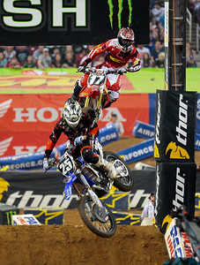 #25 Ryan Sipes & #17 Justin Barcia battle at the AMA Monster Energy Supercross St. Louis MO