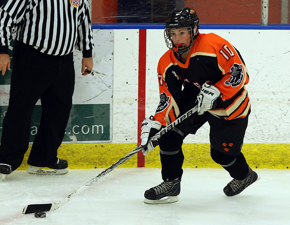 Salem: Beverly forward Rachel Trocchi (10) controls the puck against HPNA during the first period of play at Rockett Arena at Salem State University on Wednesday evening. DAVID LE/Staff Photo