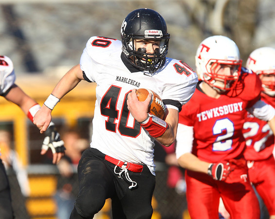 Tewksbury: Marblehead sophomore Mark Cohen (40) breaks away from the Tewksbury kickoff team as he returns the kickoff to the end zone to tie the game at 14-14 in the D2 Northeast Championship game at Doucette Field in Tewksbury on Saturday afternoon. The Magicians fell to the Redmen 34-21. David Le/Salem News
