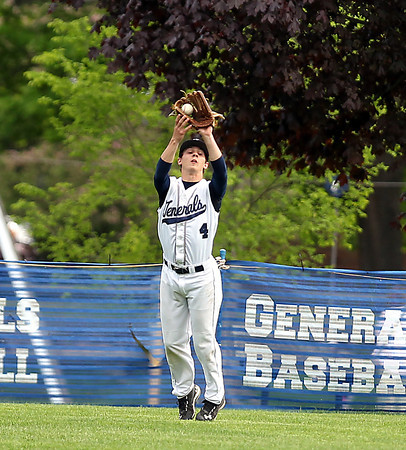 FOR FILE PHOTOS: Hamilton-Wenham center fielder Nick Tufts (4). DAVID LE/Staff photo. 5/20/14