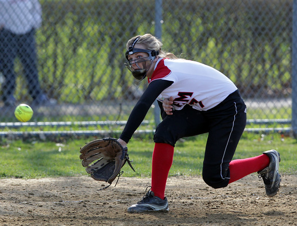 Salem: Salem third baseman Jojo Coleman keeps her eyes on the ball as she fields a sharp liner to third base. David Le/Salem News