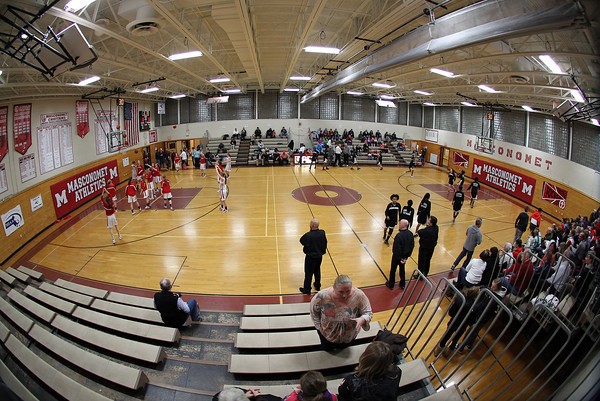 Topsfield. The Masco and Cambridge girl's basketball teams shoot around during pre-game warm-ups on Wednesday evening. David Le/Salem News