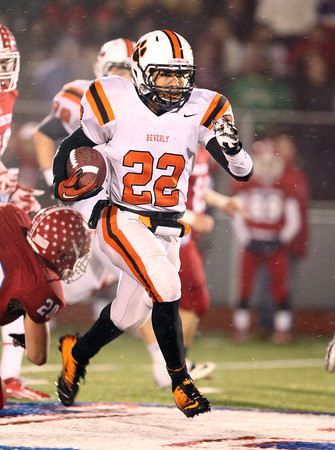 Beverly junior running back Isiah White breaks free for a long rush against Burlington on Tuesday evening. David Le/Staff Photo