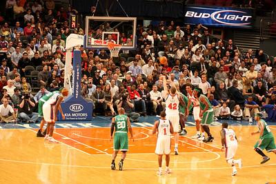 David Lee shooting a free-throw.