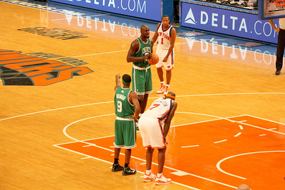 Kevin Garnett at the free-throw line.