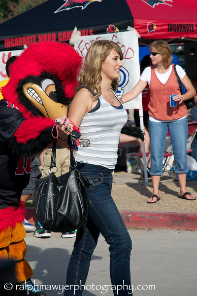 FB_UIW Tailgate_20100925  001