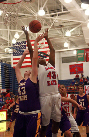 11-10-12<br /> Kokomo vs Northwestern girls bball<br /> Northwestern's Brooke Treadway and Kokomo's Anastacia Kirby battle over control of the ball during the girls basketball game on Saturday night.<br /> KT photo | Kelly Lafferty