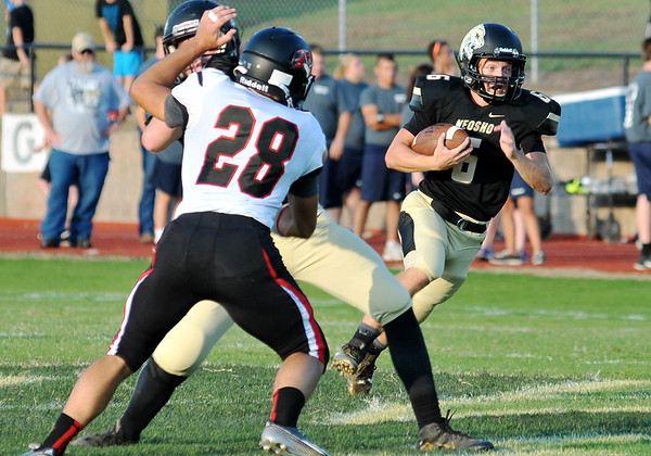 Globe/Willie Brown<br /> Neosho's Payton Klier carries the ball against Branson on Friday in Neosho.