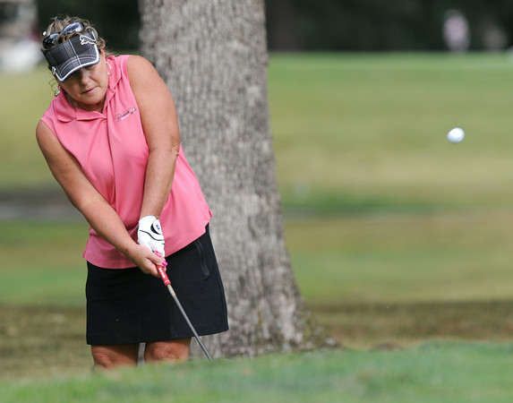 Tammy Thomas hits a chip shot onto the No. 8 green during the Women's Tri-State Tournament on Tuesday at Briarbrook. Globe | Laurie Sisk