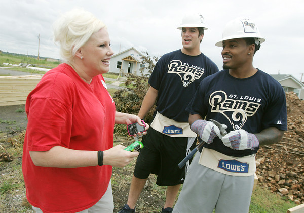 Globe/Roger Nomer<br /> Tracy Anderson talks with St. Louis Rams rookies Matt Conrath, left, and Isaiah Pead who were working on her new house at 2322 Pennsylvania.