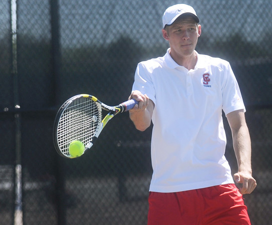 Globe/Roger Nomer<br /> Carl Junction's Andy Gloshen returns a serve during tennis at Thomas Jefferson on Tuesday afternoon.
