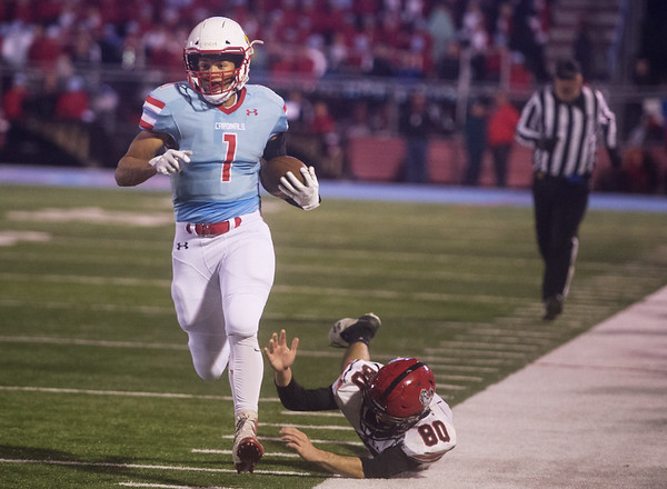Webb City's Terrell Kabala gets away from McDonald County's Levi Malone as he toes the sideline on a touchdown run during Friday's game in Webb City.<br /> Globe | Roger Nomer
