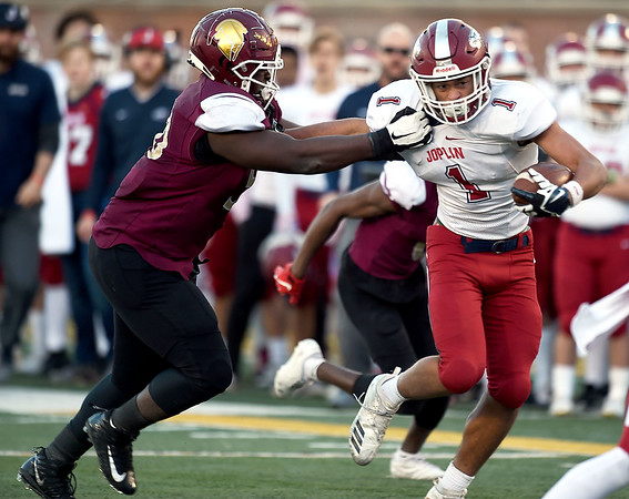 Joplin's Zach Westmoreland (1) tries to get past DeSmet's Dakote Doyle Robinson during their Class 6 Championship game on Saturday in Columbia.<br /> Globe | Laurie Sisk<br /> Globe | Laurie Sisk