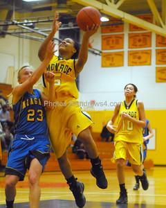 20100218_MCC Basketball_0570a