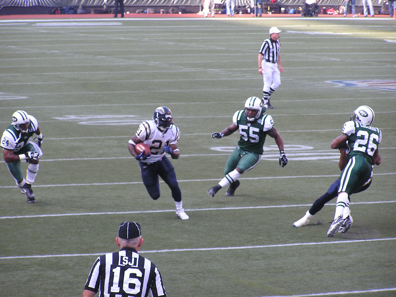 Tomlinson on his way to scoring 1 of 3 touchdowns