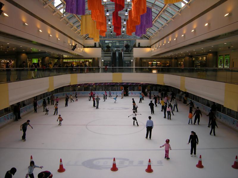 piste de patinage dans le centre commercial de Guomao