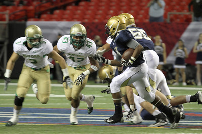 St. Pius running back Branden Mitchell (#4) tries to get to the outside on a sweep to the left in the second quarter.