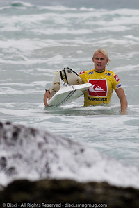 His second broken board - Quiksilver Pro, Snapper Rocks, 27 February 2010.