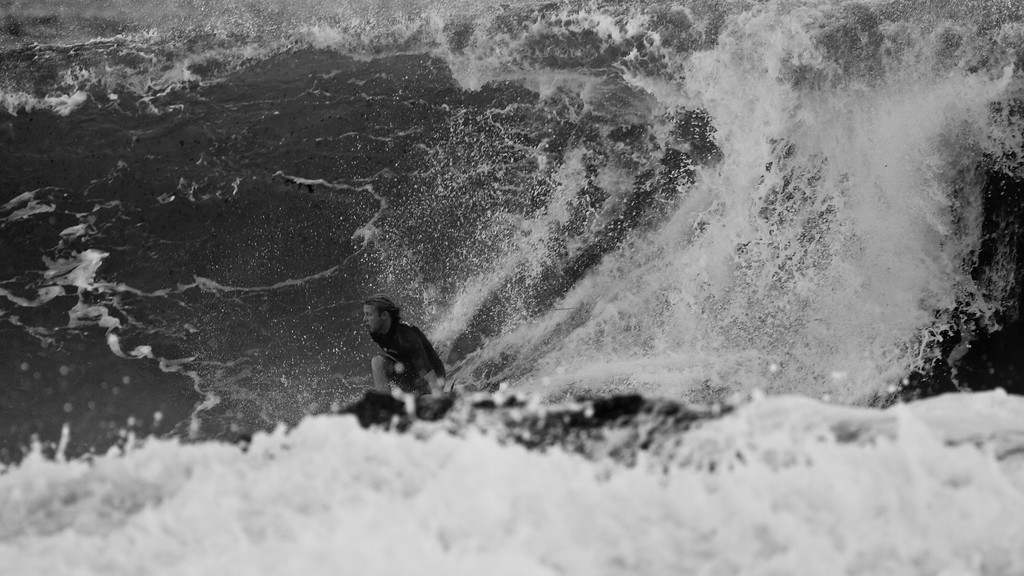 Alternate Processing - Stark Raging Black Curve - Surfing Snapper Rocks Superbank, Coolangatta, Gold Coast, Queensland, Australia; 12 May 2007. Photos by Des Thureson.