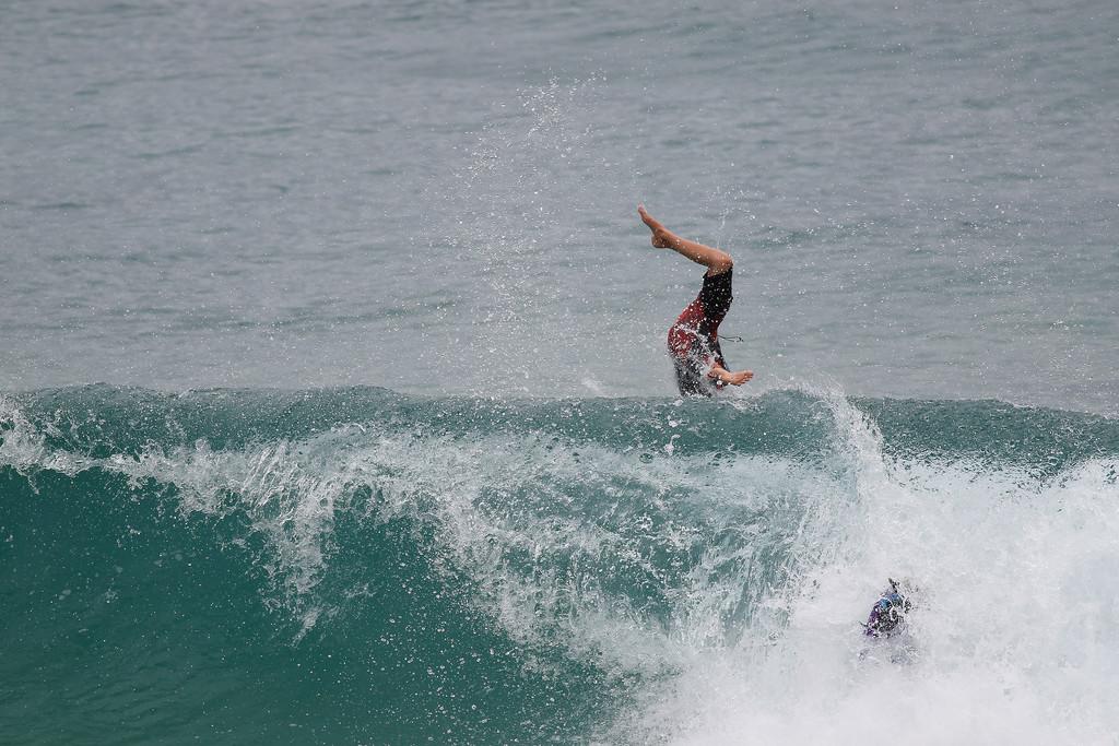 """Bail Sequence - Surfing Burleigh, Gold Coast, Queensland, Australia; Wednesday 30 December 2015. Photos by Des Thureson - <a href=""""http://disci.smugmug.com"""">http://disci.smugmug.com</a>"""