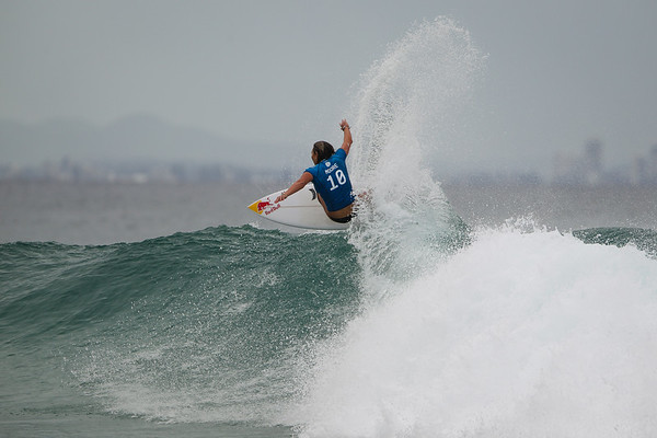 Carissa Moore - 2015 Roxy Pro Grand Final (won by Carissa Moore) - 2015 Quiksilver Pro and 2015 Roxy Pro, final day; Friday 13 March 2015; Snapper Rocks, Coolangatta, Gold Coast, Qld, AUS (afternoon session). Photos by Des Thureson - http://disci.smugmug.com