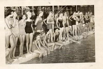 Girls at Swimming Pool (01216)