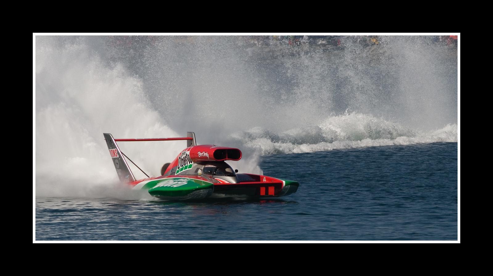 IMAGE: https://photos.smugmug.com/Sports/THUNDERBOAT-REGATTA-2007/i-TNTfv7H/0/53dc63da/X3/JPEG%20Thunderboat%200585-X3.jpg