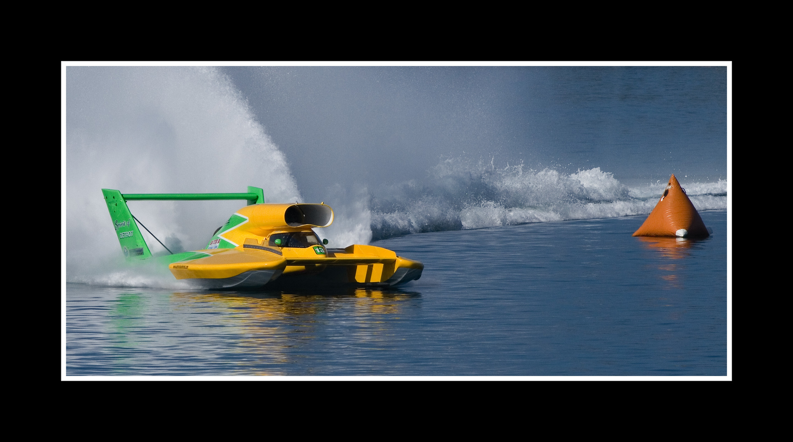 IMAGE: https://photos.smugmug.com/Sports/THUNDERBOAT-REGATTA-2007/i-d9NQJKf/0/1a6f0a67/X3/JPEG%20Thunderboat%200378-X3.jpg