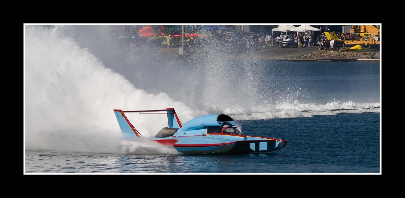 IMAGE: https://photos.smugmug.com/Sports/THUNDERBOAT-REGATTA-2007/i-rX2LCWp/0/975e3977/X3/JPEG%20Thunderboat%200547-X3.jpg